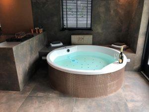Hotelkamer met jacuzzi en sauna
