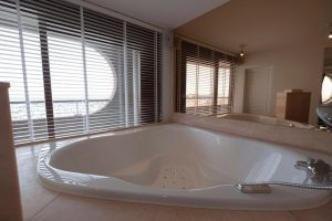 hotel met jacuzzi op kamer aan zee ijmuiden