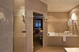 Van der Valk hotelkamer met privé jacuzzi en sauna