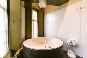 hotelkamer met jacuzzi aan zee Bloemendaal