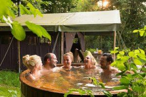 Glamping tent met hot tub voor twee personen