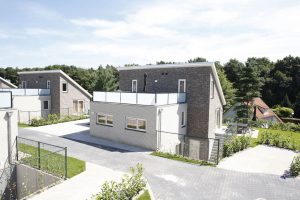 Modern vakantiehuis met jacuzzi in tuin