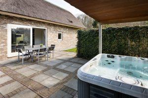 Vakantiehuis met jacuzzi in tuin vlakbij Heerenveen
