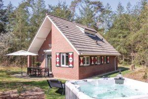Vakantiehuisje met Jacuzzi in tuin Ommen