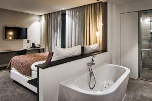 Van der Valk hotelkamer met jacuzzi in Tilburg