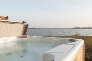 Huisje met Jacuzzi aan het Lauwersmeer voor 6 personen