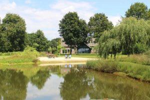 Natuurhuisje met Jacuzzi en Natuurvijver in Limburg