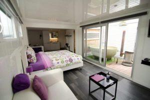boot-hotel-met-privé-hottub-in-hasselt-belgië