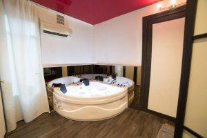 Hotel met twee persoons jacuzzi op de kamer in Luik België
