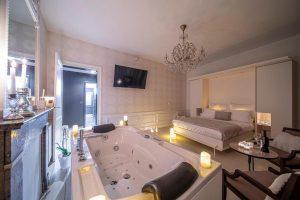 Hotelkamer met Jacuzzi en Sauna op de kamer in Luik België