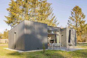 Huisje met sauna en airconditioning in Park de Zeegser Duinen