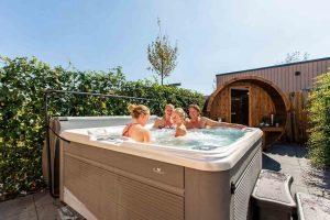 Luxe huisje met jacuzzi en sauna op een luxe vakantiepark