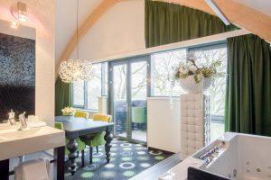 De Roode Schuur hotel met jacuzzi op kamer in Nijkerk
