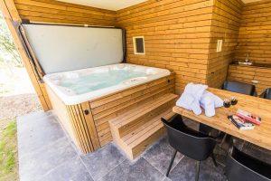 Groot vakantie voor 8 personen aan het water met Jacuzzi en Sauna