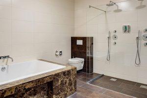 Hotelkamer met bubbelbad en dubbele regendouche nabij Nijmegen