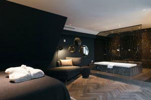 Luxe kamer met jacuzzi op de kamer bij de Cantharel in Apeldoorn